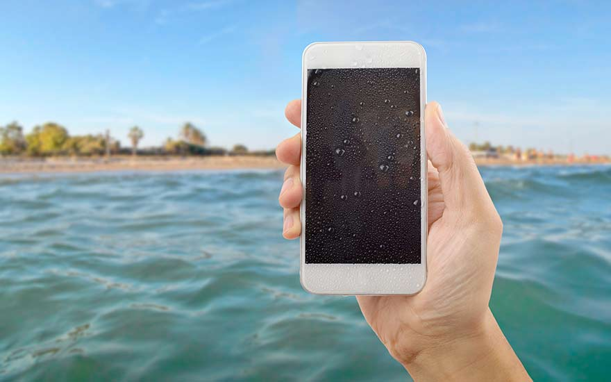 Everything you must know about waterproof phones