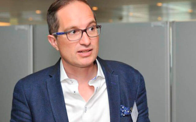 Le digital native est mort, vive le network native: une interview de Peter Hinssen