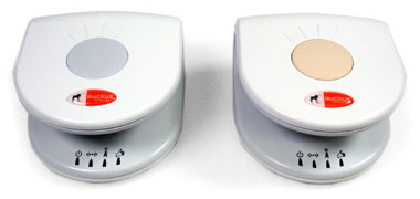 Ruckus-zender (links, model: Access Point AF2821) en Ruckus-ontvanger (rechts, model: Adapter VF2121)